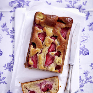 Strawberry Banana Bread with Macadamia Brittle Cream