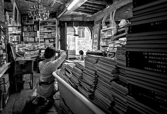 Foto ricordo alla libreria AcquaAlta di CarloBassi