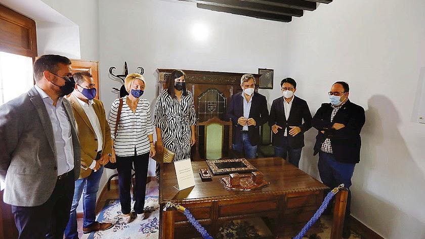 Varias autoridades políticas e historiadores estuvieron en el acto.