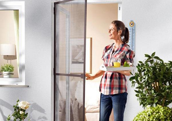 Tại sao nên lắp đặt cửa lưới chống muỗi?