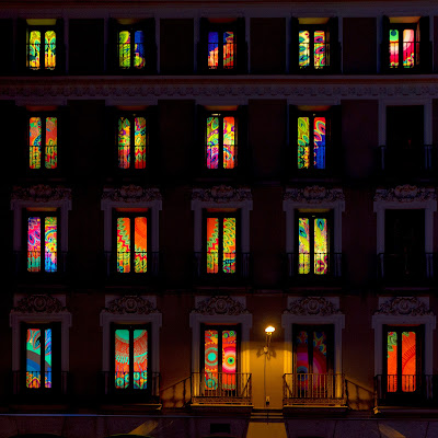 Le finestre colorate Desigual a Madrid di mariateresatoledo