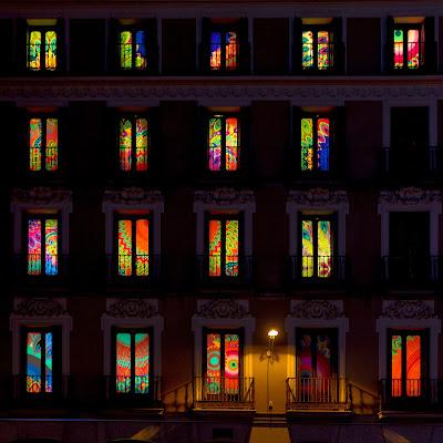 Le finestre colorate Desigual a Madrid di mariateresatoledo