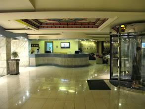 Photo: 13.10.08St Paul's Bay, Qawra : hôtel Dolmen, hall, entrée, comptoir de l'accueil