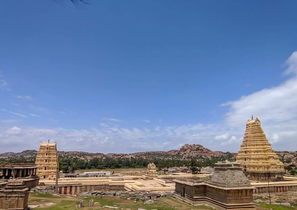 virupaksha+temple+gopurams+hampi