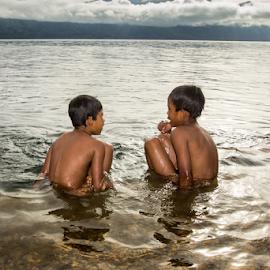 KIds in Nature by Adhi Rachdian - Babies & Children Children Candids ( nature, lake, kids, landscape, people, boy,  )