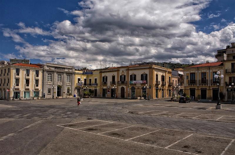L'unico passante nella piazza del paese di Fiorenza Aldo Photo