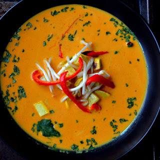 Easy Roasted Pepper Thai Red Curry [Vegan, Gluten-Free].