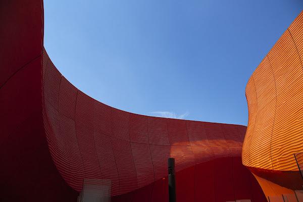 Un muro di arancio