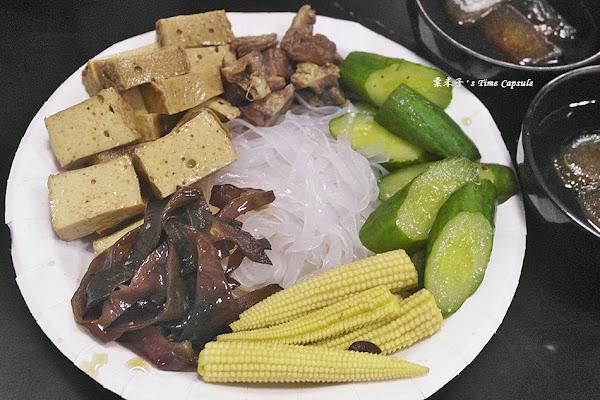 傳承滷味-友愛街美食,50年老店,每日限量20份只能內用的冰鎮滷味,透心涼~