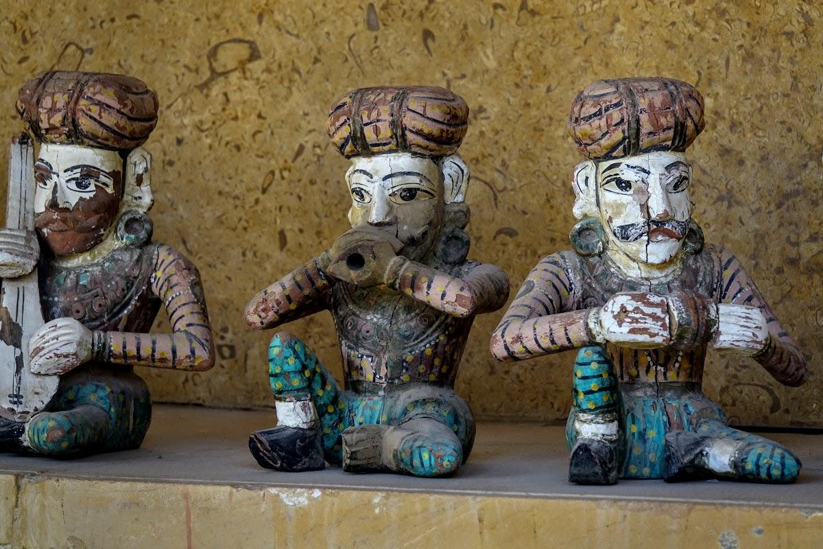 Thar. Desert Camel Trekking Day 3. Khaba Fort - Statues of musicians