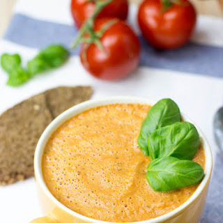 Easy and Creamy Tomato Basil Soup (30 Minutes, Vegetarian)