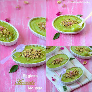 Eggless Avocado Mousse (Mousse de Abacate).
