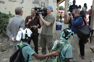 Photo: 10.01.2011 - pose de la première pierre : l'ambassadeur de Suisse à l'interview.