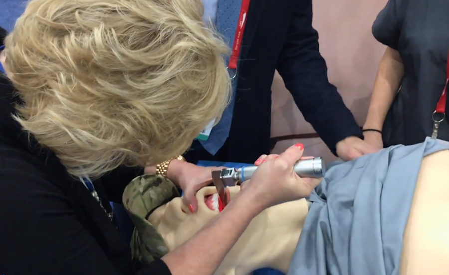 SAMM Intubation Practice Live on the Show Floor