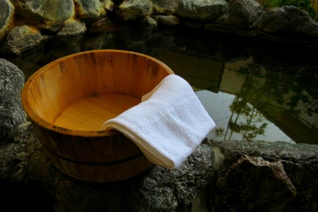 温泉 タオル 隠し方