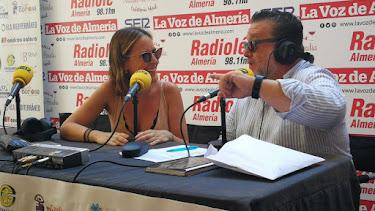 Alfredo Casas conduce desde el ambigú de la Feria del Mediodía el especial \'Hoy por Hoy\'.