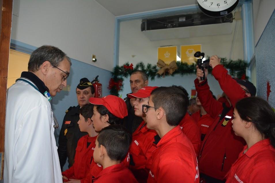 Bombeiros visitam crianças internadas no serviço de Pediatria do CHTMAD