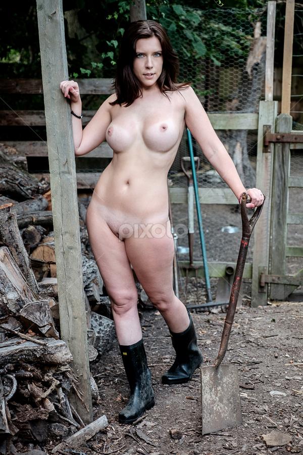 Nude Farm