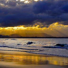 Reflecting Rays  by Graham Nixon - Landscapes Sunsets & Sunrises ( water, clouds, n, sea, ocean, beach, landscape, sun, w, s, byron bay, sunset, australia, light )