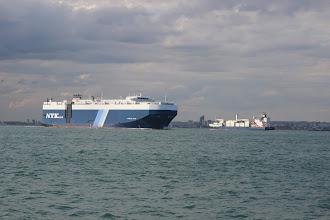 Photo: Il y a des gros bateaux dans le solent, il faut faire attention