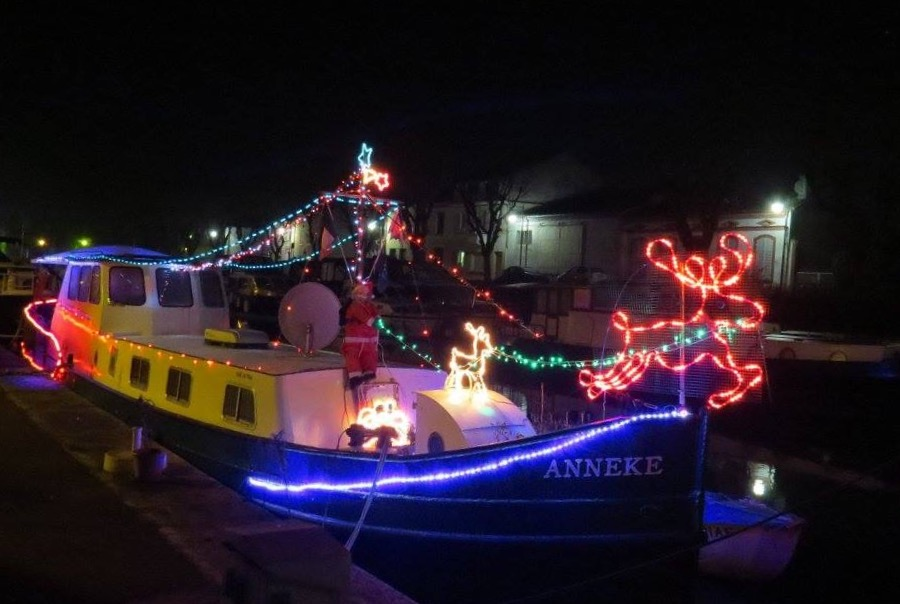 Christmas Boat by Karen Noble - Public Holidays Christmas (  )
