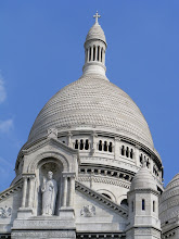 Photo: The dome of Sacre Coeur, which was built of travertine stone quarried in Château-Landon. The stone exudes calcite, and so the basilica remains white even with weathering and urban pollution.