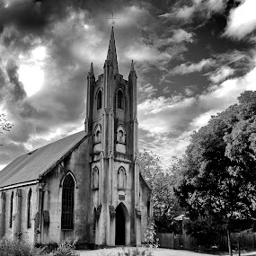 St Andrews by Susan Marshall - Black & White Buildings & Architecture ( sky, church, black and white, bulding, landscape,  )