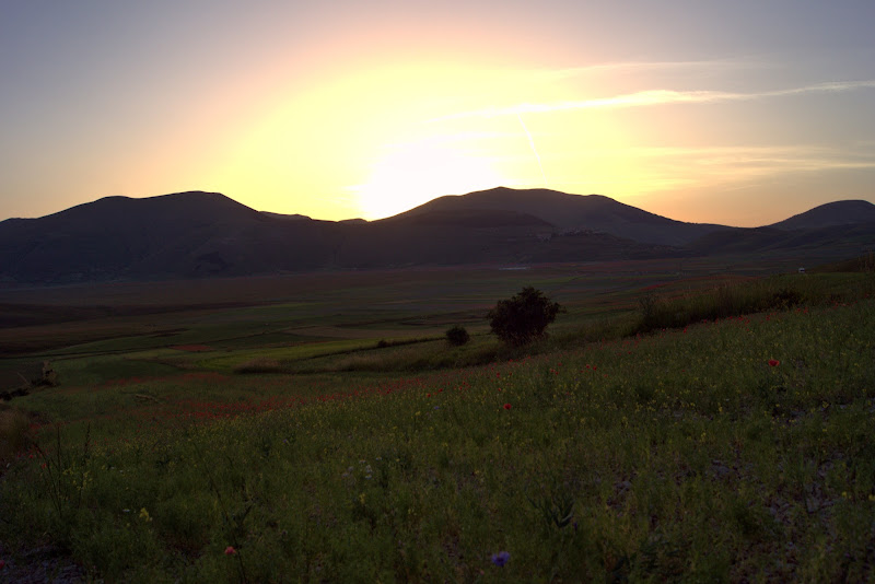 tramonto a castelluccio di ruggeri alessandro
