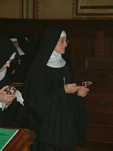 Photo: Ormai rivestita della Cocolla, del velo nero e con la fede nuziale, sr. M. Giuliana incontra lo Sposo nella Comunione