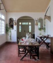 Photo: Ruokasali, jossa näkyy myös Hemingwayn metsästysharrastus Afrikassa