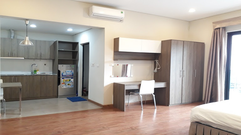 Very nice studio apartment with balcony in Yet Kieu street, Hai Ba Trung district for rent