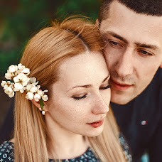Wedding photographer Oksana Novosadova (Oks-FOX). Photo of 03.05.2013