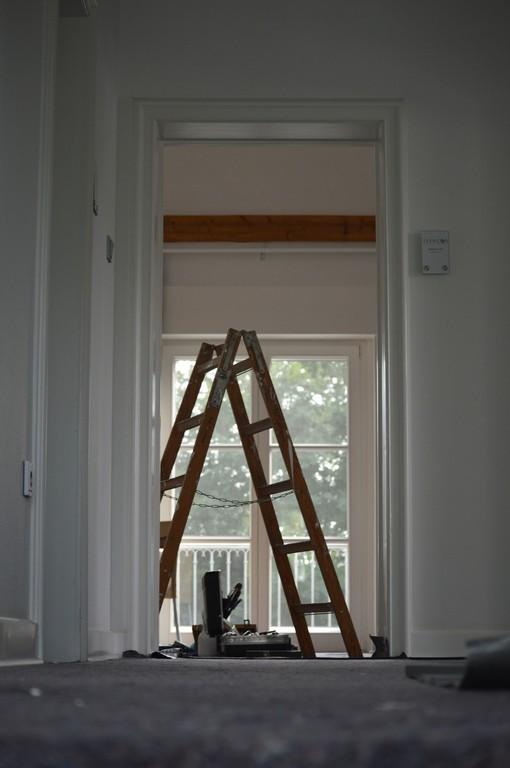 Drabina - niezbędna podczas montażu sufitu