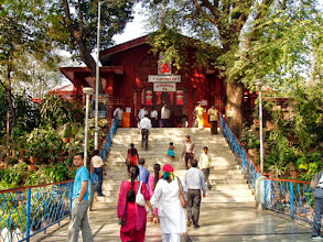 Photo: Sarasbaug Ganapati Temple (https://www.google.co.jp/maps/preview?ie=UTF-8&q=Saras+Ganesh+Mandir&fb=1&gl=jp&hq=sarasbaug+ganapati&cid=12708684407551052580&ei=HSZ9U6XVGIjn8AWbpYDYAw&ved=0CKwBEPwSMBA&source=newuser-ws) in Pune. We like to visit here on every new year's day. 22nd May updated (日本語はこちら) -http://jp.asksiddhi.in/daily_detail.php?id=551