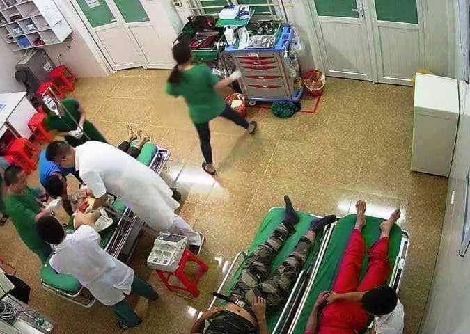 Các bệnh nhân đang được cấp cứu tại bệnh viện