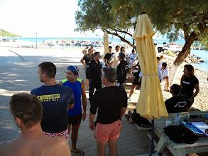 Photo: Κολυμβητές και συνοδά σκάφη περίμεναν πάνω από 4 ώρες στη Λεκούνα να δοθεί η εκκίνηση του αγώνα.