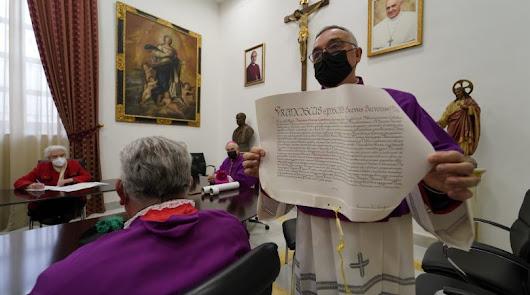 Gómez Cantero, con las Letras Apostólicas el día de su toma de posesión.