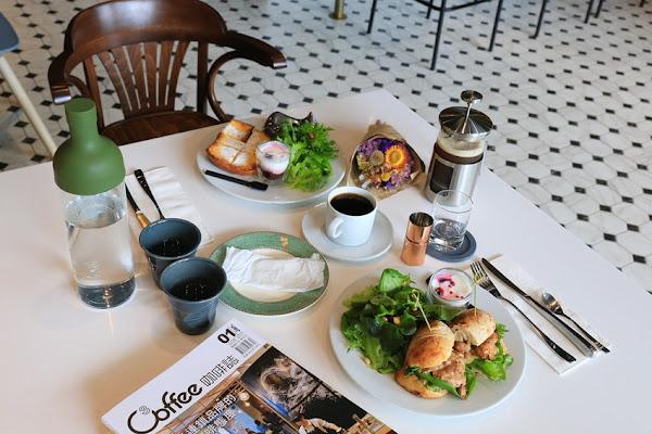 L'esprit café:大推布里歐法式吐司、斯里蘭卡紅茶,吃過回不去。早午餐、甜點,就連飲料都很到位的高質感選擇~