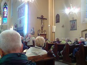 Photo: Przewodnik opowiedział  o historii kościoła oraz działalności i tragicznej śmierci hrabi Raczyńskiego.