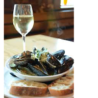 bowl of mussels and white wine