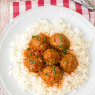 Beef Meatballs With Tomato Sauce and Rice