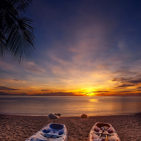 Feel Free by Richard ten Brinke - Landscapes Sunsets & Sunrises ( sunset, thailand, sea, ocean, sunrise, beach, kayak, samui, landscape,  )