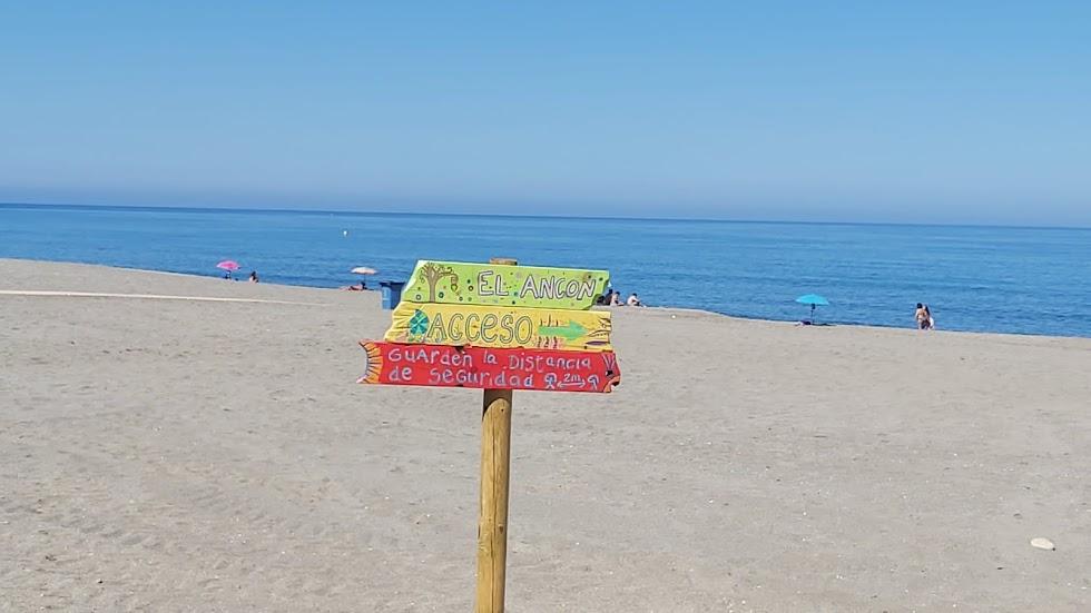 Arte en las señalizaciones de las playas de Carboneras.