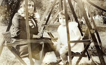 Photo: Martha and Regina Sternbach