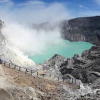 Un vulcano ed il suo lago di