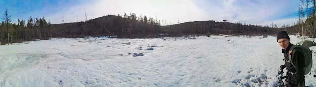 Ледник на истоке речки впадающей в озеро находящееся на территории санаторя Молоковка в Забайкальском крае