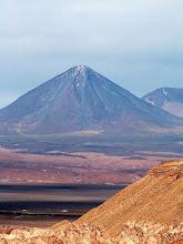 Photo: Pustynia Atacama, wulkan Licancábur / Atacama Desert, volcano Licancábur