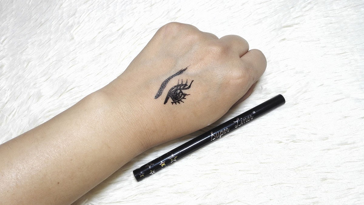 eyeliner, winge dliner, perfect winged eyeliner, adele makeup, thailand, thai makeup artist, thai beauty, contact lens, korean makeup, waterproof makeup, pinay beauty blogger, pinay makeup artist, flat lay photography