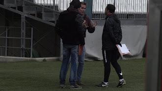 Ibán, Corona y Fran hablando antes de iniciar el entrenamiento.