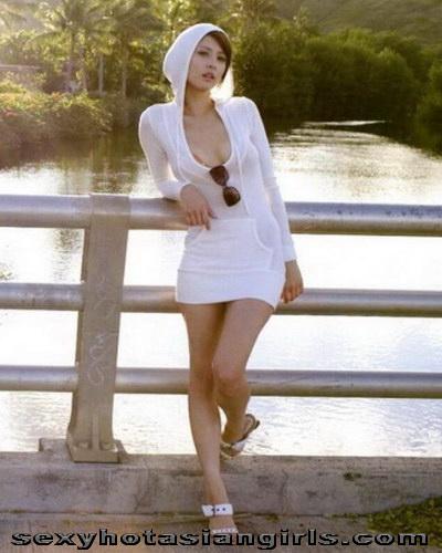 Asian Babe Leah Dizon 1